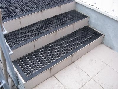Антискользящие порожки для плитки на ступенях