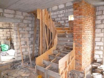 Опалубка для лестницы с поворотом и забежными ступенями