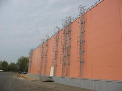 Вертикальная эвакуационная мачтовая лестница
