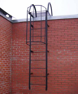 Пожарная лестница на фасаде