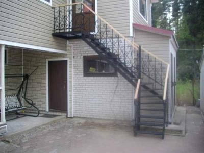 Чердачная лестница внешнего монтажа