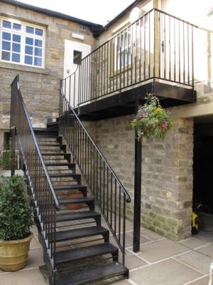 Чердачная лестница для улицы