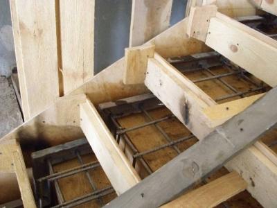 Бетонированная лестничная установка