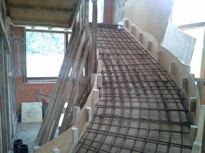 Монолитная лестница внутреннего размещения