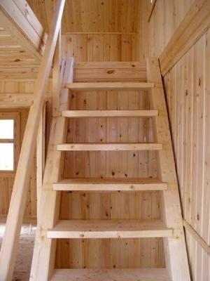 Деревянная мансардная лестница