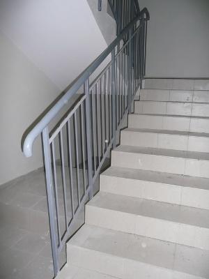 Лестницы бетонные по стальным касоурам