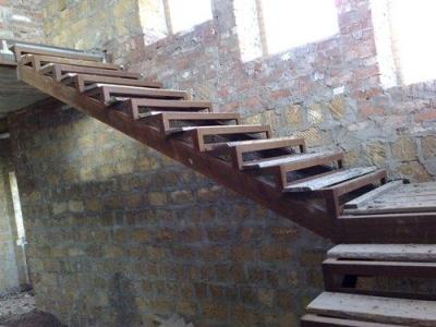 Монолитные ступени между этажами