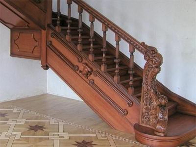 Лестница, покрытая политурой