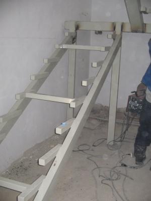 Стальной каркас для лестничного сооружения