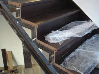 Металлический каркас для деревянных ступеней
