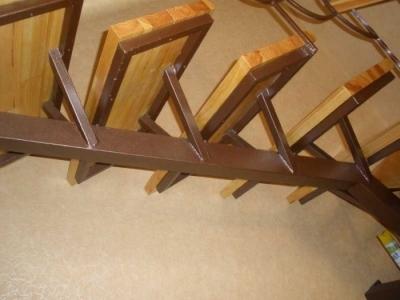 Каркасная конструкция для лестничной установки