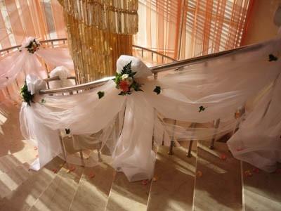 Украшение свадебного лестничного проема