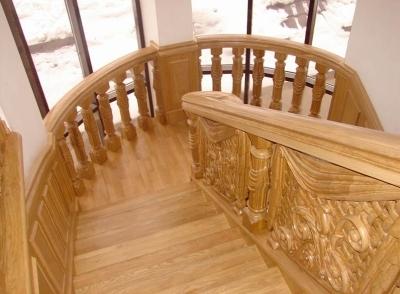 Деревянная резная лестница