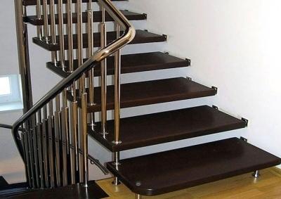 Металлическая больцевая лестница на второй этаж