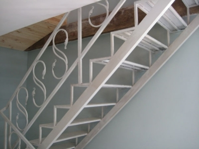 Больцевая стальная лестница