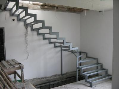 Лестница из профиля для внутреннего размещения