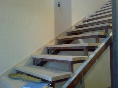 Стальной каркас для установки лестницы в здании