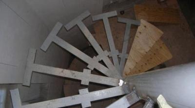 Стальной профильный каркас для лестницы внутреннего монтажа