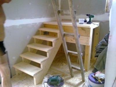 Лестничная установка из твердых древесных пород