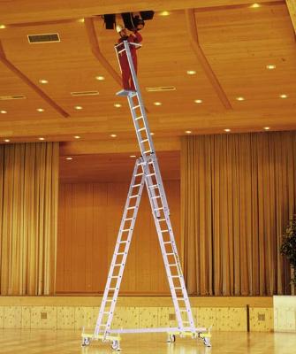 Модель трехсекционной лестницы с колесиками