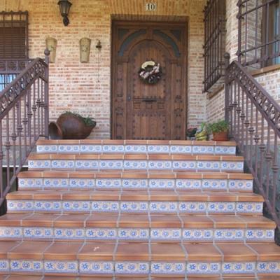 Уличная плитка на лестнице