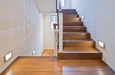 Подсветка лестницы в жилом помещении