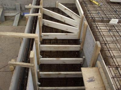 Лестница на бетонной основе