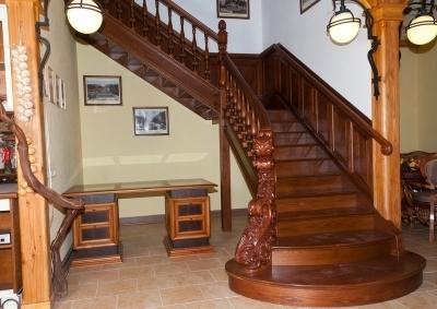 Деревянная лестницы в доме