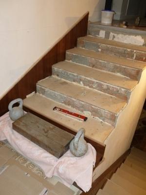 Обшивка монолитной лестницы деревом