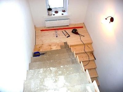 Отделка монолитной лестницы дубовым шпоном