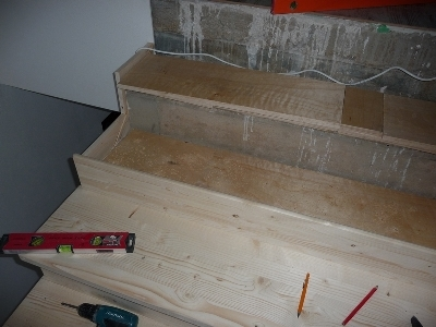 Облицовка монолитной лестничной конструкции дубом
