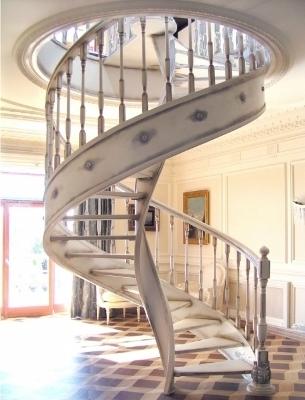 Спиральная лестница на тетивах