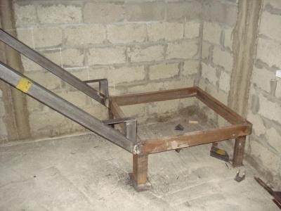 Металлическое лестничное сооружение