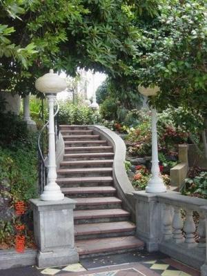 Лестничное сооружение для сада