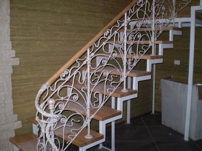Лестница с красивыми перилами