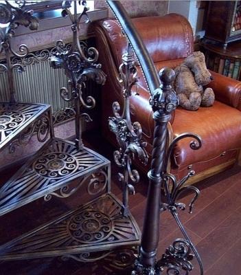 Изделие, декорированное ковкой