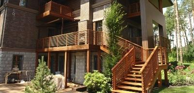 Ступеньки для лестниц из древесины