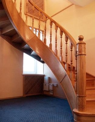 Лестница на тетивах изогнутая