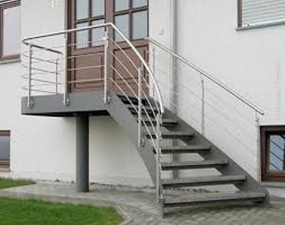 Пример металлического каркаса лестницы с тетивой