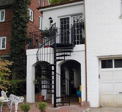 Уличная винтовая лестница