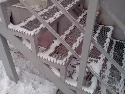 Пример простой лестницы из металлического профиля