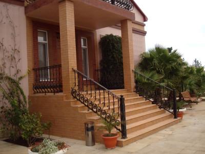 Парадная лестница в частном доме