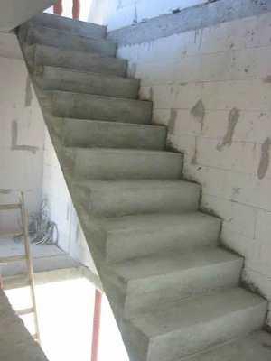 Лестница из бетонного материала