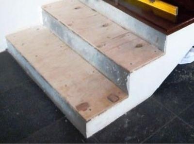 Шпонированная фанера в качестве подложки по деревянную ступень