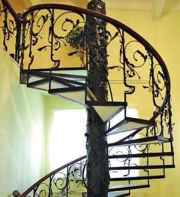 Межэтажная со стеклянными ступенями