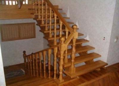 Деревянная лестница без подступеней