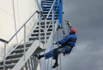 Обработка металлической лестницы