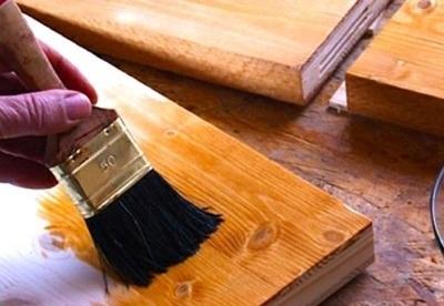 Обработка лестничной конструкции посредством краски