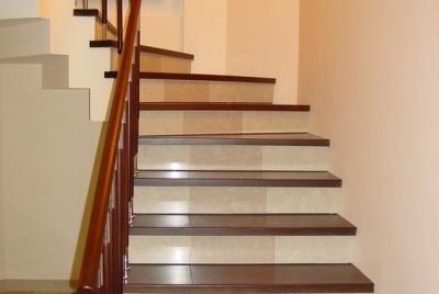 Декорирование монолитной лестничной установки