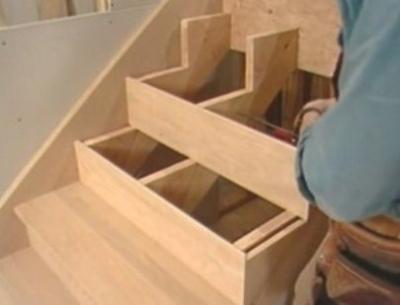 Монтаж элементов лестничной конструкции